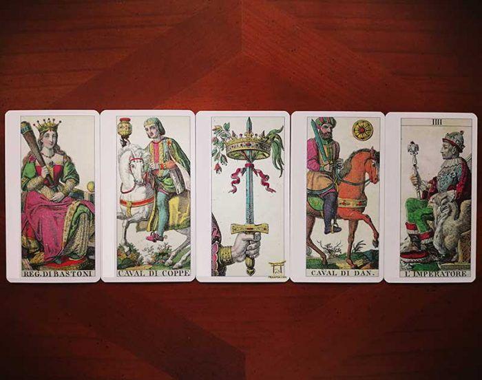 Reina de Bastos, Caballo de Copas, As de Espadas, Caballo de Oros y Emperador del Tarot Clásico Italiano de Lo Scarabeo