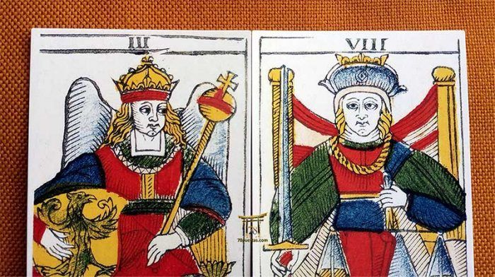 Patrones Visuales en el Tarot: Las Coronas