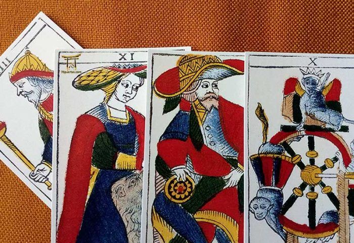 Los Patrones Visuales en el Tarot: Las Coronas